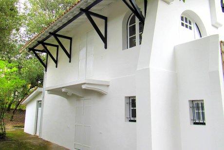 peindre facade maison mise en peinture du0027une faade bon ce nu0027est pas la mme saison ni. Black Bedroom Furniture Sets. Home Design Ideas